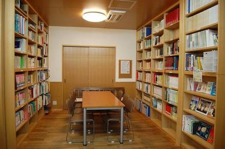 八事教会-図書室