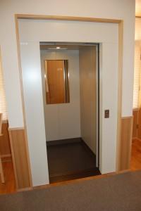八事教会エレベーター