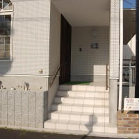 八事教会-玄関外階段