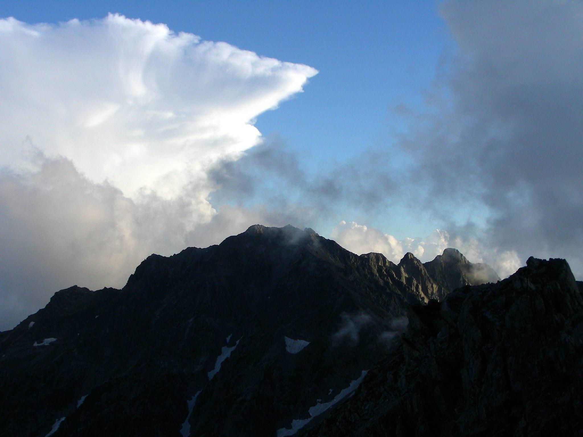 八事教会 2015年8月聖書の言葉 写真は、北穂高岳頂上から見た奥穂高岳とジャンダルム