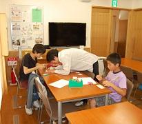 日本キリスト改革派八事教会教会学校工作「パッチンカエル作り」1