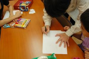 日本キリスト改革派八事教会教会学校工作「パッチンカエル作り」2