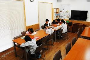 日本キリスト改革派八事教会 教会学校合同分級『かがみのしかけ絵本モーセものがたり作り』1